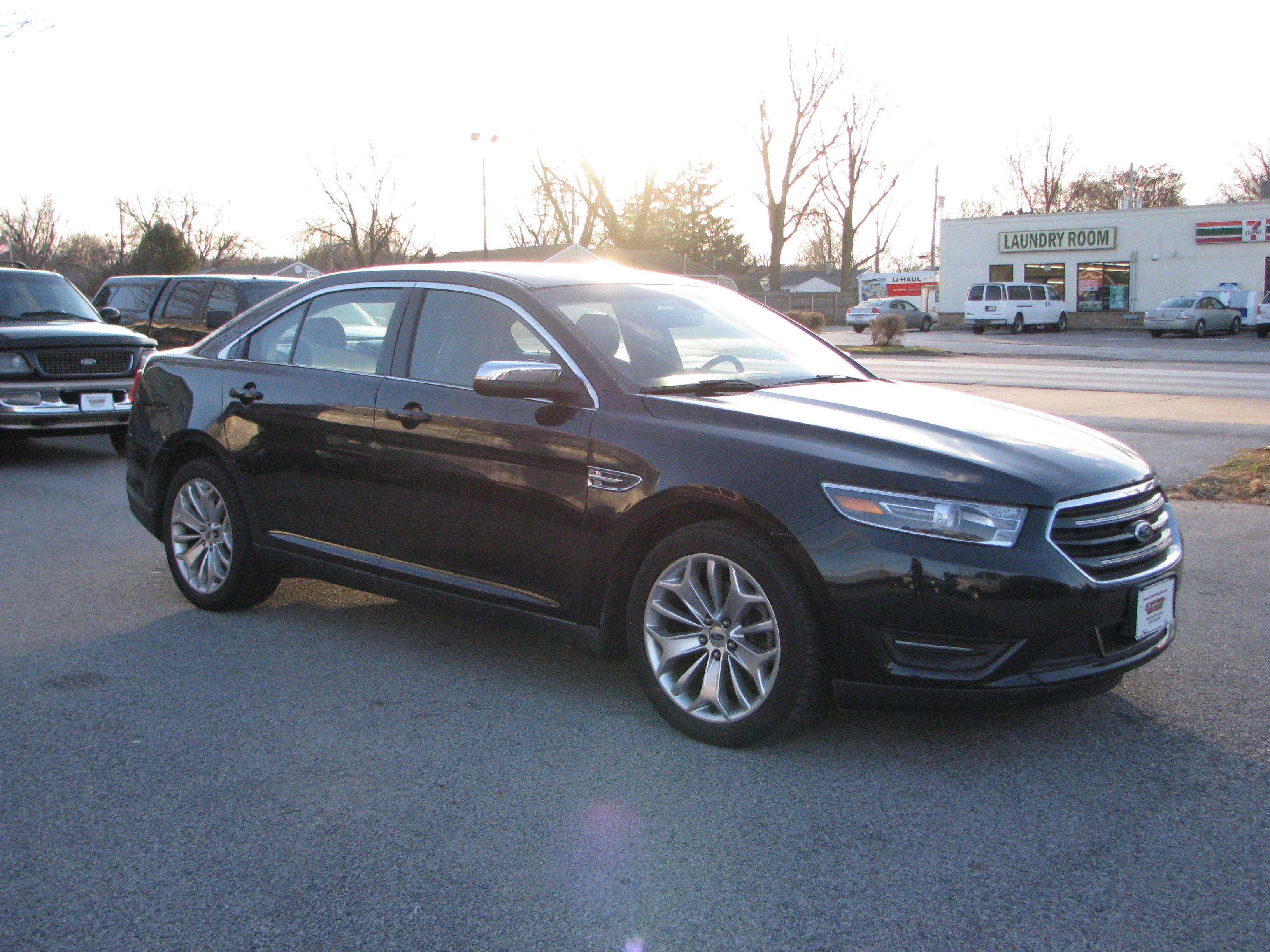 Pre-Owned 2015 Ford Taurus 4d Sedan Limited V6