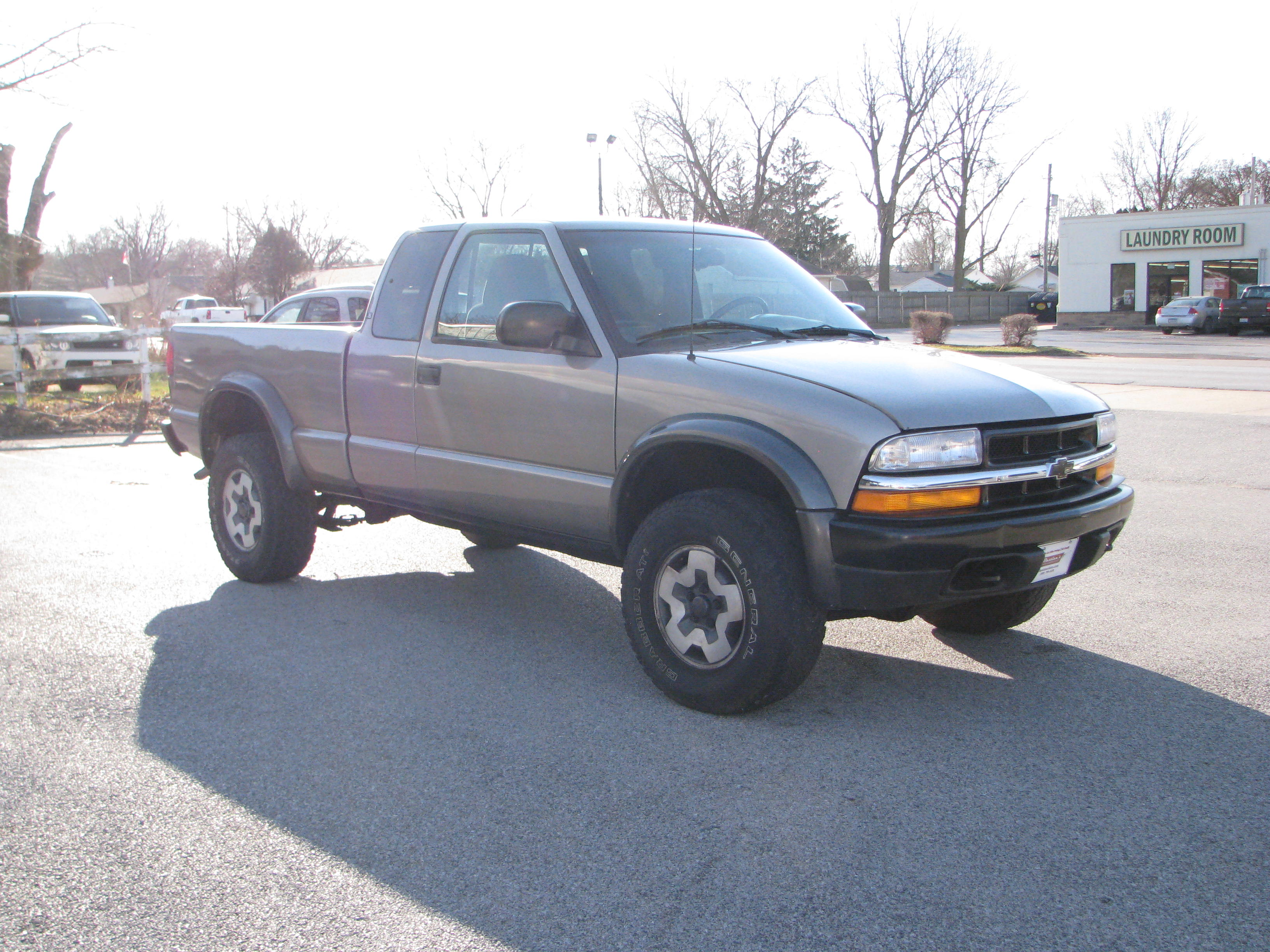 Pre Owned 2000 Chevrolet S10 Pickup 4wd Ext Cab