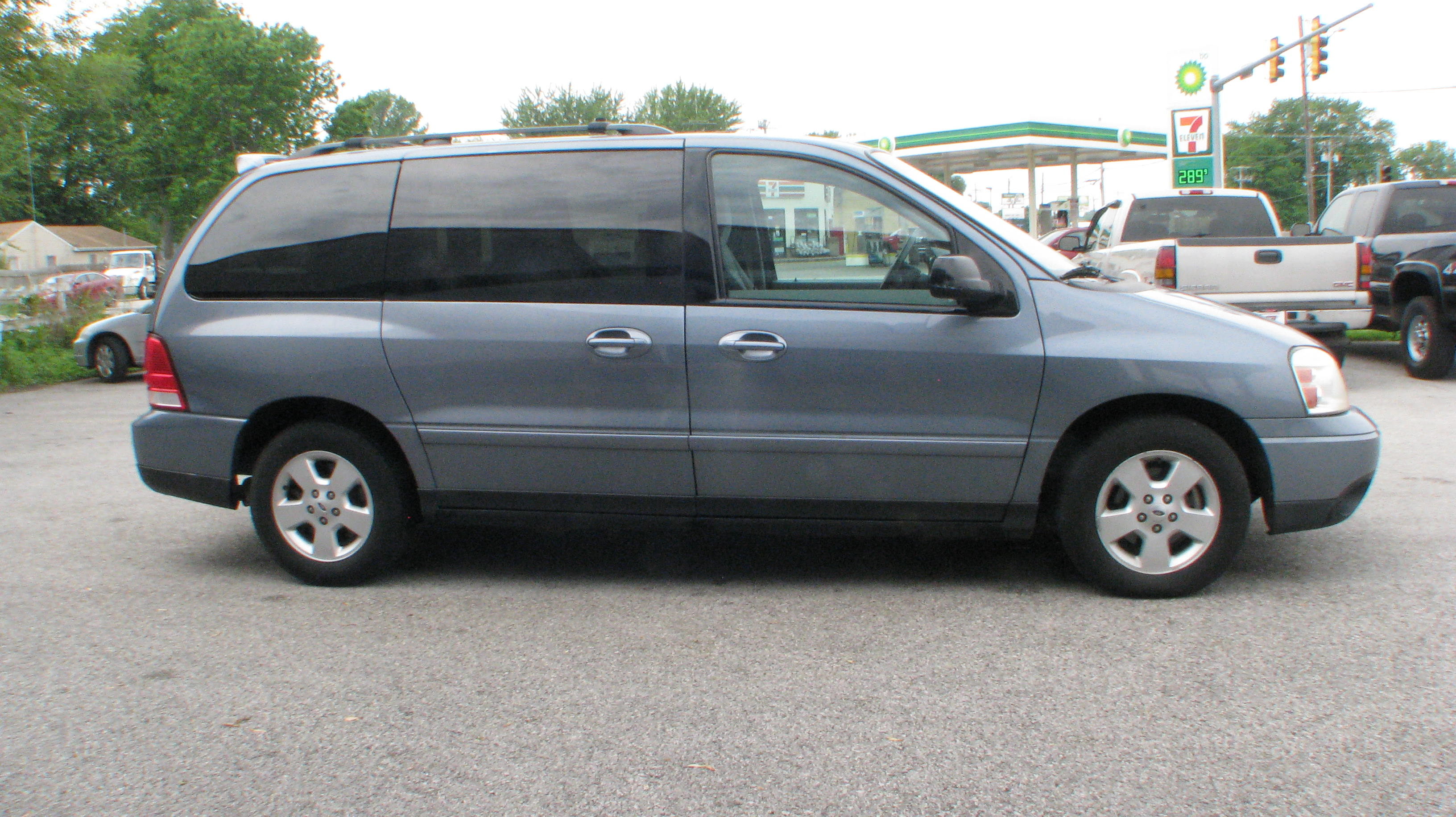 Pre owned 2004 ford freestar wagon 4d wagon ses