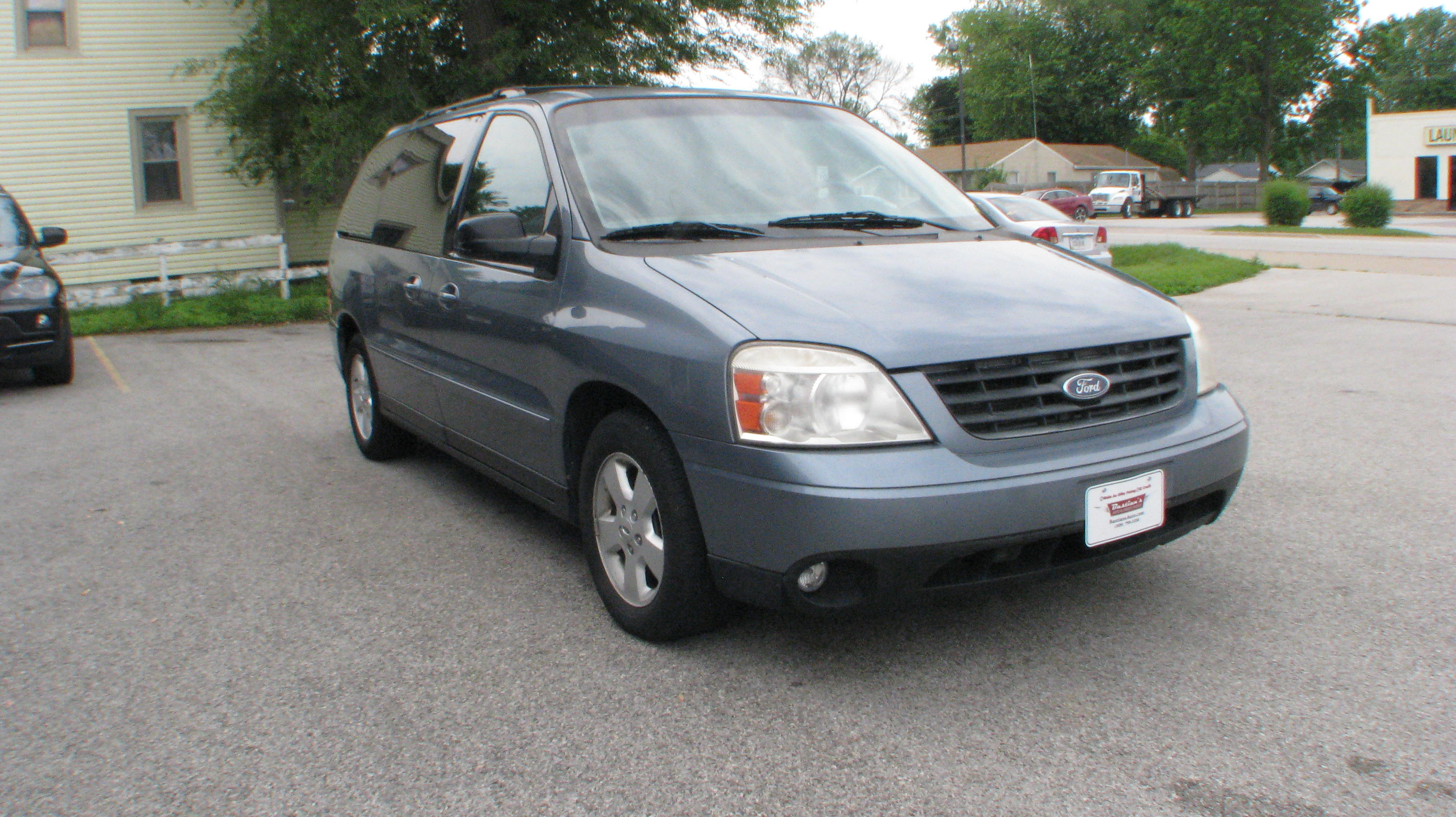 Pre-Owned 2004 Ford Freestar Wagon 4d Wagon SES