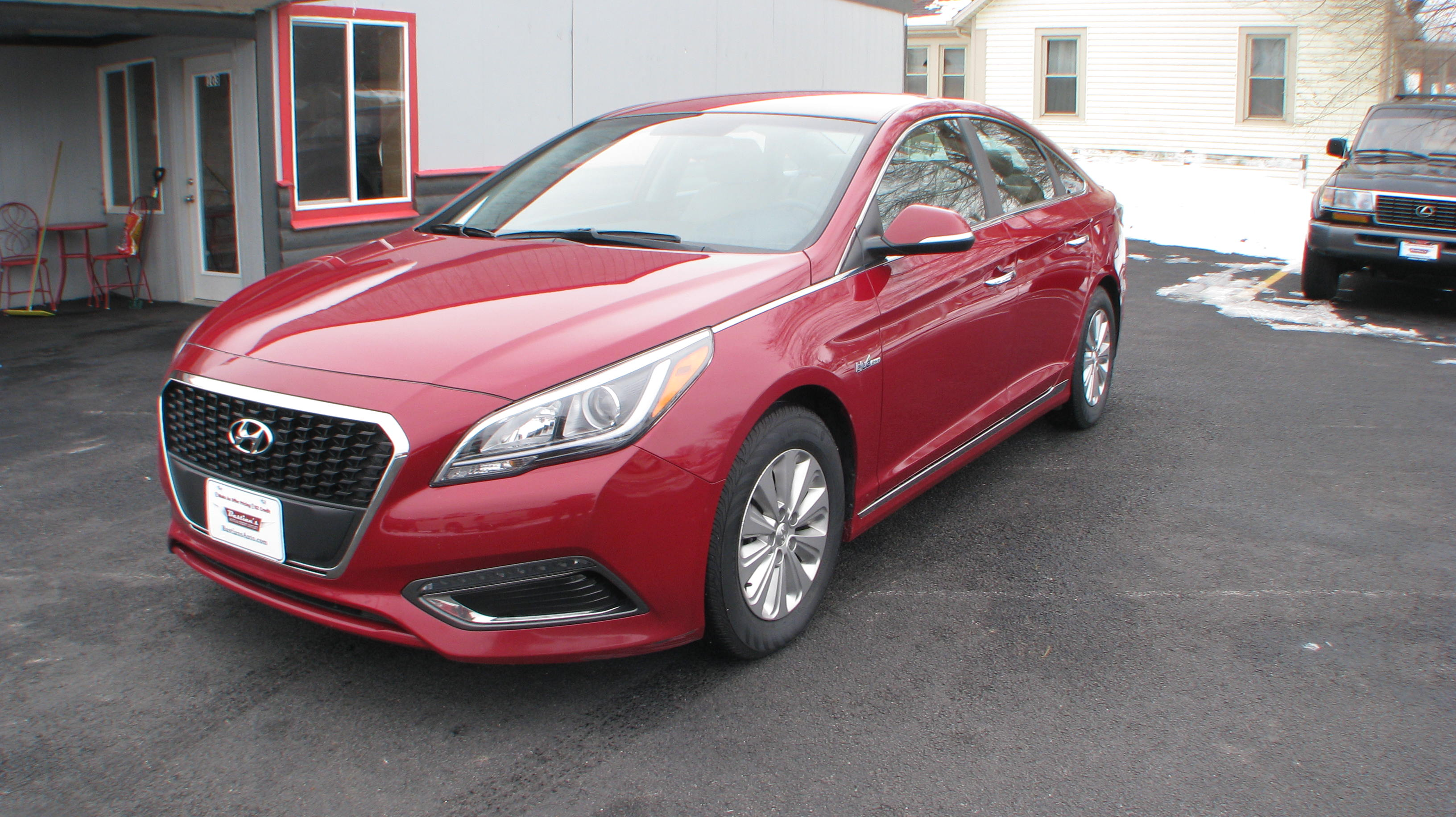 Pre-Owned 2016 Hyundai Sonata Hybrid 4d Sedan SE