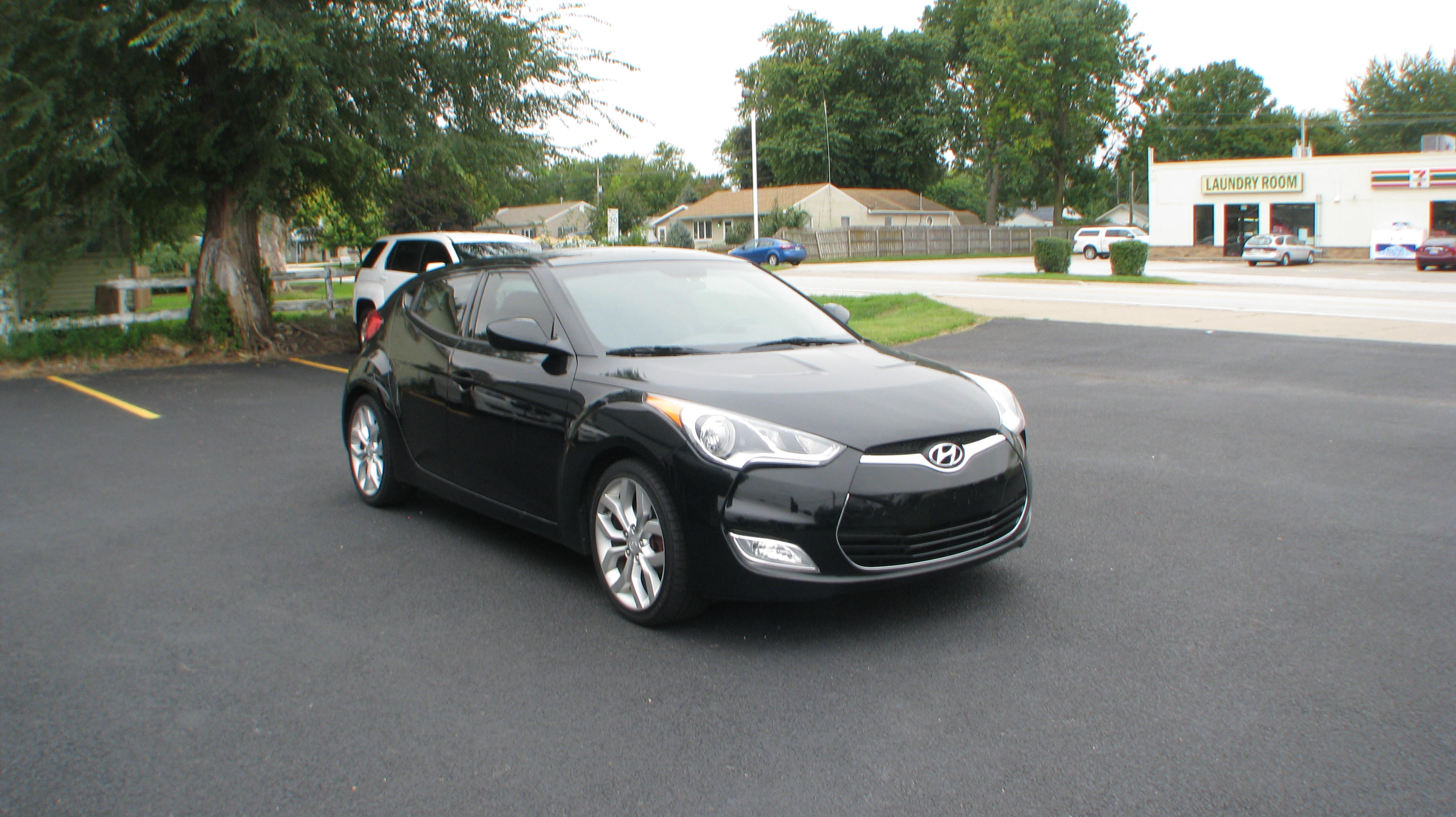 Pre-Owned 2013 Hyundai Veloster 3d Coupe RE:MIX 6spd